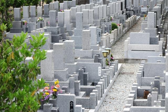 お墓の納骨室は自分で開けていいの?種類や開け方を紹介!