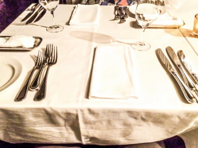 ナプキンの使い方を学んでレストランで大人の振る舞いを!
