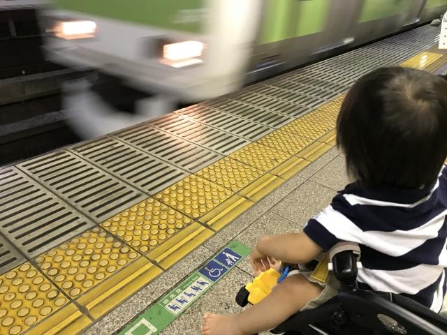ベビーカーで電車に乗るときに確認しておきたいマナーとは?