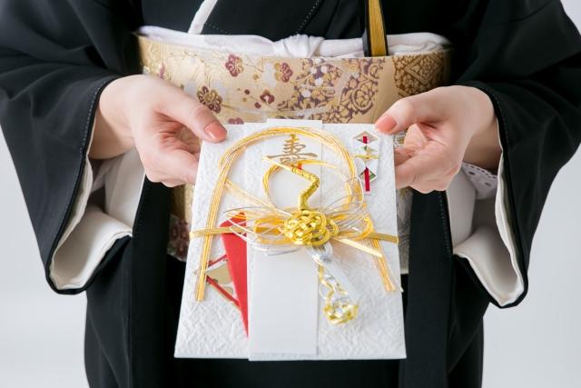 相場はいくら?教会での結婚式のご祝儀の金額とマナー
