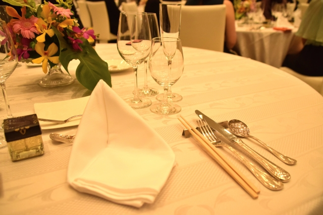 結婚式でのマナーを知りたい方必見!食事の基本的なマナー