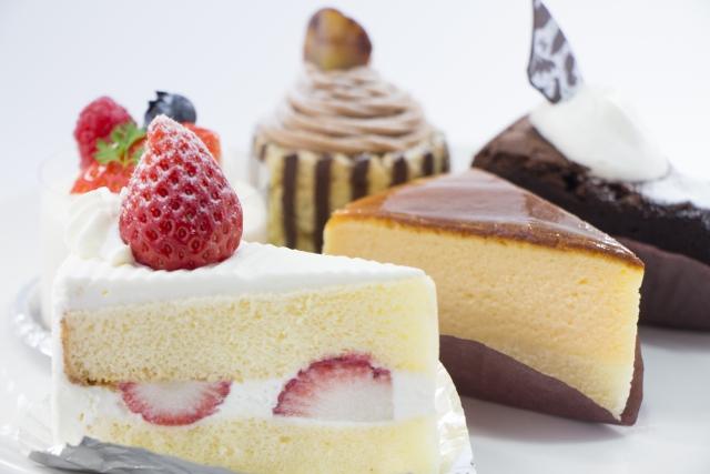 ケーキにも食べ方のマナーがある!どのように食べたらよい?