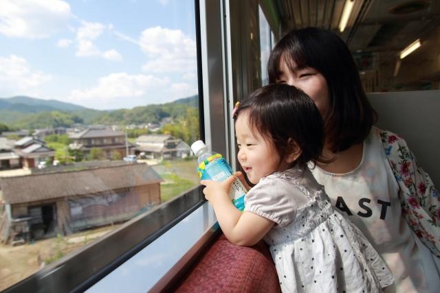 【年齢別】電車のマナーを子どもに教えるにはどうしたら?