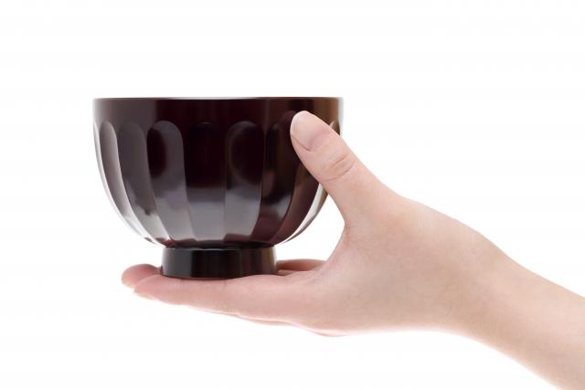 和食のマナーを学ぶ!食事のとき左手はどう使えば良いのか?