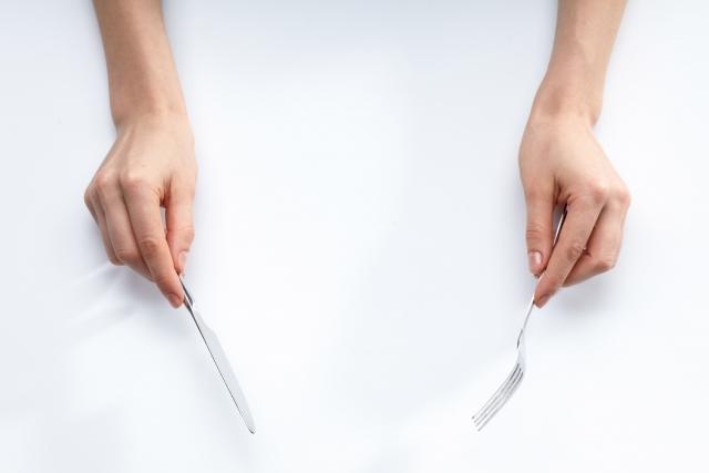 役立つ洋食マナー!ナイフとフォークの正しい持ち方と使い方