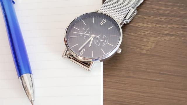 腕時計は社会人必須アイテム?マナーにも関わるその役割とは