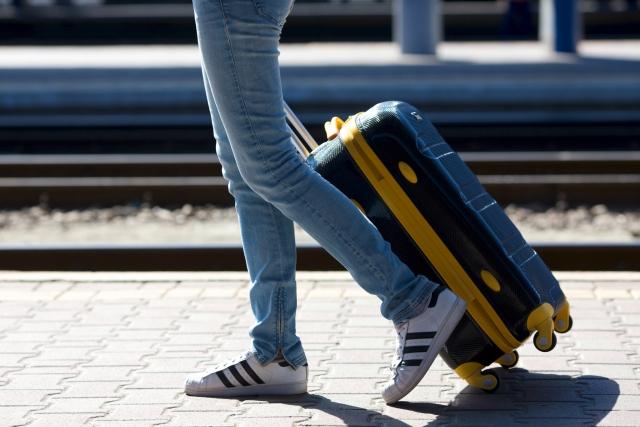 電車にキャリーバッグを持ち込む際の適切なマナーを学ぼう!