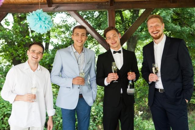 礼服選び!ダブルスーツは重厚感がある!結婚式の服装マナー
