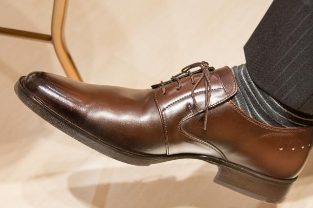 礼服で結婚式に参列!スーツに合わせる靴下にマナーはある?