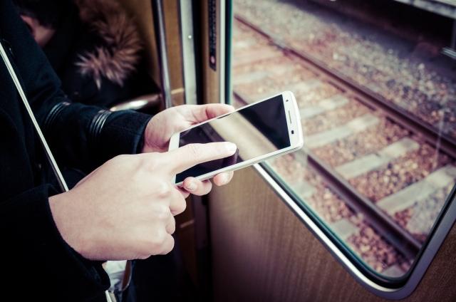 電車で携帯電話を使っても良いの?マナーに合った使い方を!
