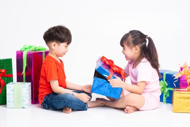 4歳の子どものプレゼント選び!2000円前後で買えるものは?