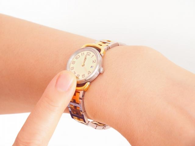 社会人としての腕時計のマナー!就活・結婚式・お葬式などで