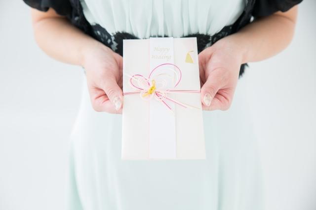 披露宴の日に渡すご祝儀!袋の選び方・渡し方のマナーを解説