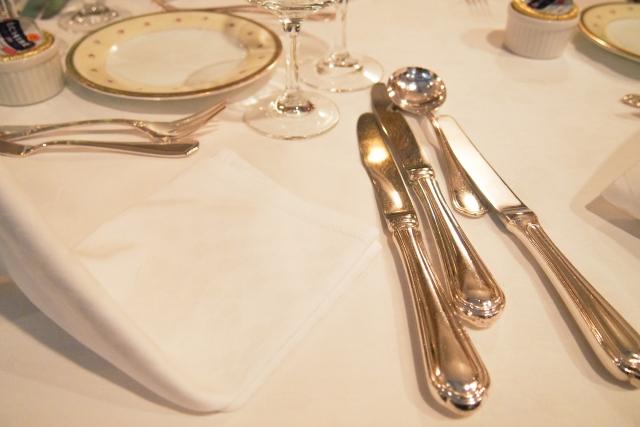 披露宴でいただくフルコース料理!注意すべきNGマナーとは?