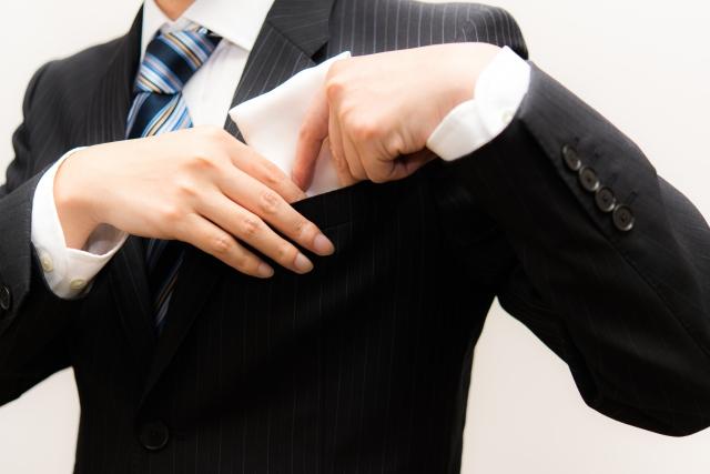 就職祝いには男性に喜ばれる憧れのブランドハンカチを贈ろう